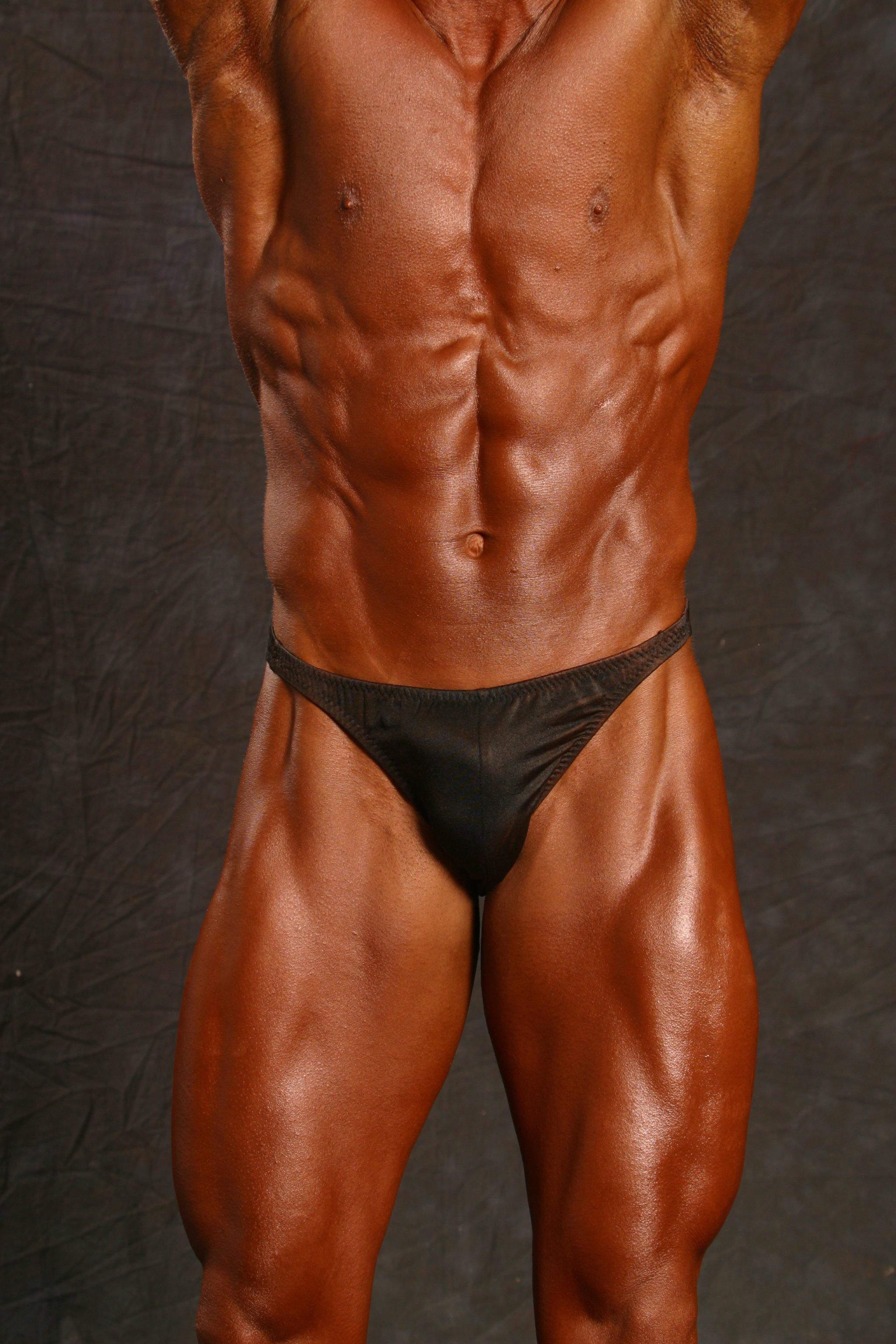 Jim Ribau - Bodybuilding - 2007 06 23 - 10 - Abs and Quads pose, closeup